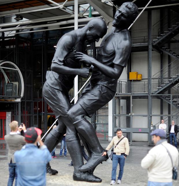 """Adel Abdessemed's sculpture """"Coup de Tete (headbutt)"""""""