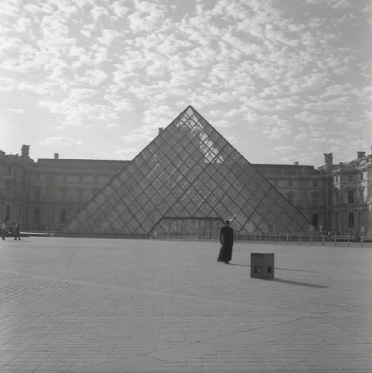 "Carrie Mae Weems, ""Louvre"" (2006). Courtesy of the artist and Gallery Paule Anglim."