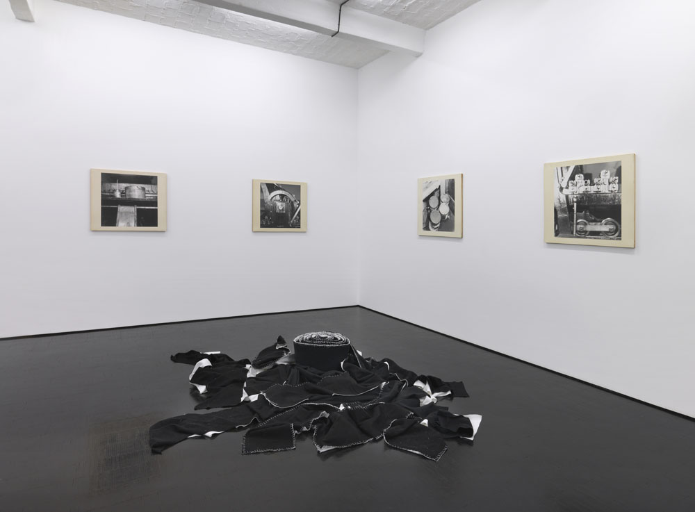 """Atelier Continuu,"" installation view, Galerie Barbara Weiss, Berlin, 2014. Courtesy of Galerie Barbara Weiss."