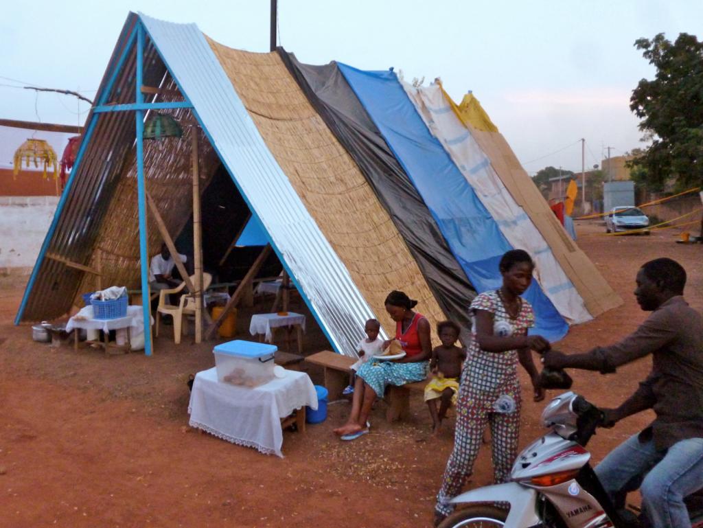 Maloka, 2012, intervention in the popular neighborhood of Bougsemtenga, Ouagadougou, Burkina Faso. Courtesy of Galeria 80m2 Livia Benavides, Lima, Peru.