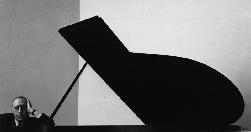 "Arnold Newman, ""Igor Stravinsky, composer and conductor,"" New York , 1946. Gelatin silver print. 17 15/16 x 21 1/16 in. Courtesy of the Internet."