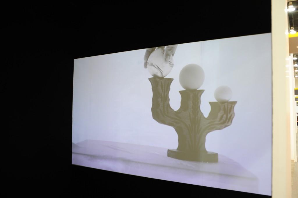 Alejandro Almanza Pereda's  deceivingly curious underwater video work at Curro & Poncho