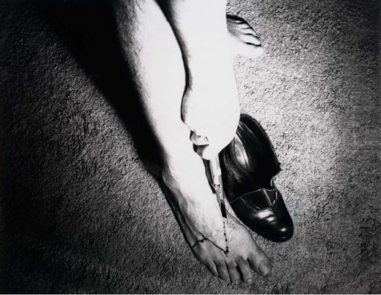 Bene Agere [In Her Shoes], 1974. Auto polaroid. Courtesy of the artist.