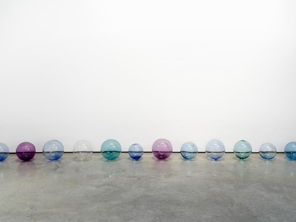 Jeppe Hein, Breath, 2015. 26 glass spheres. Courtesy of 303 Gallery.