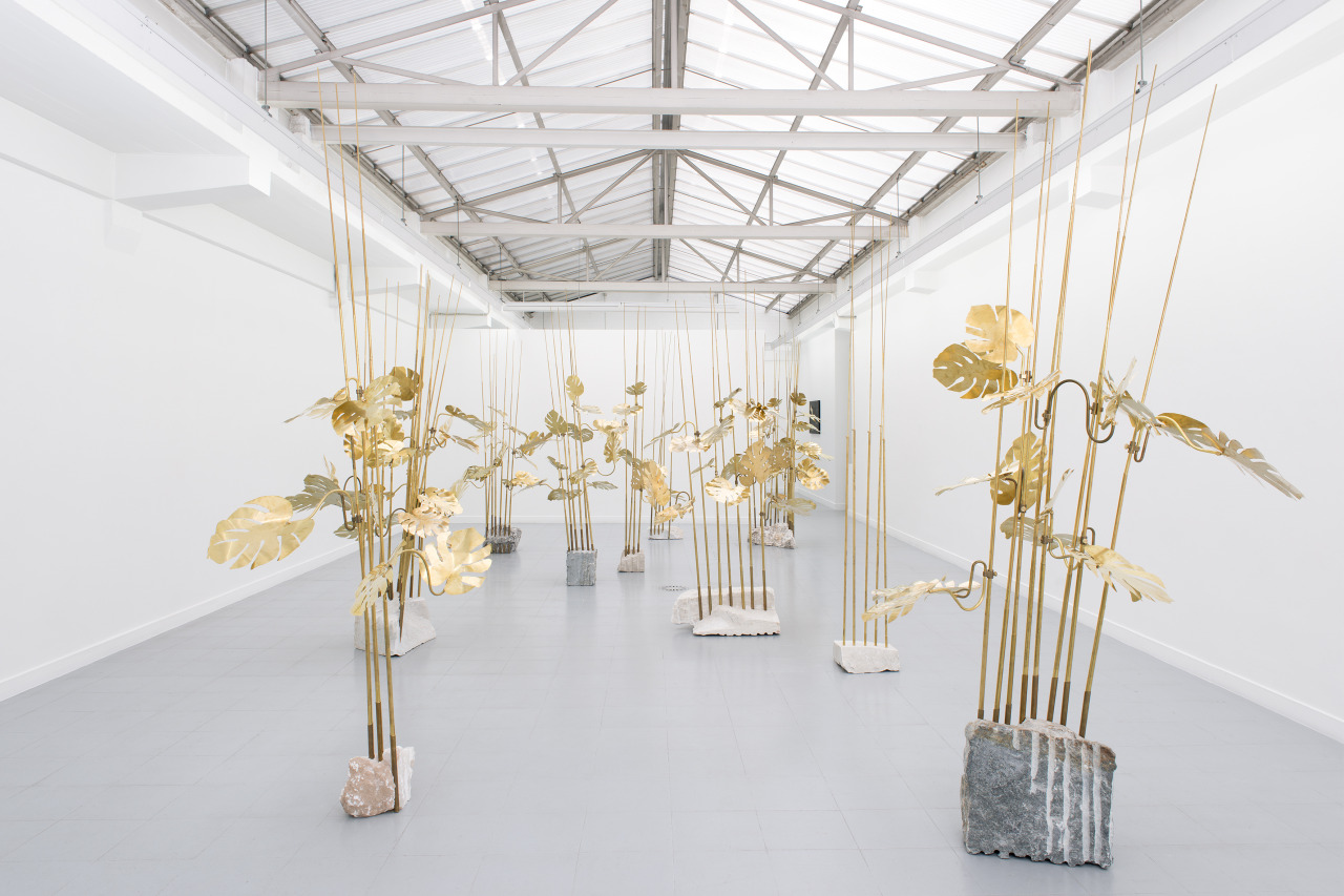 Medusa, 2014. Brass, stone. Dimensions variable. Installation view, Galerie Rodolphe Janssen (Brussels). Courtesy of the artist.