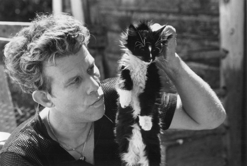 Tom Waits sizing up his cat Martha to exchange for a carton of cigarettes.