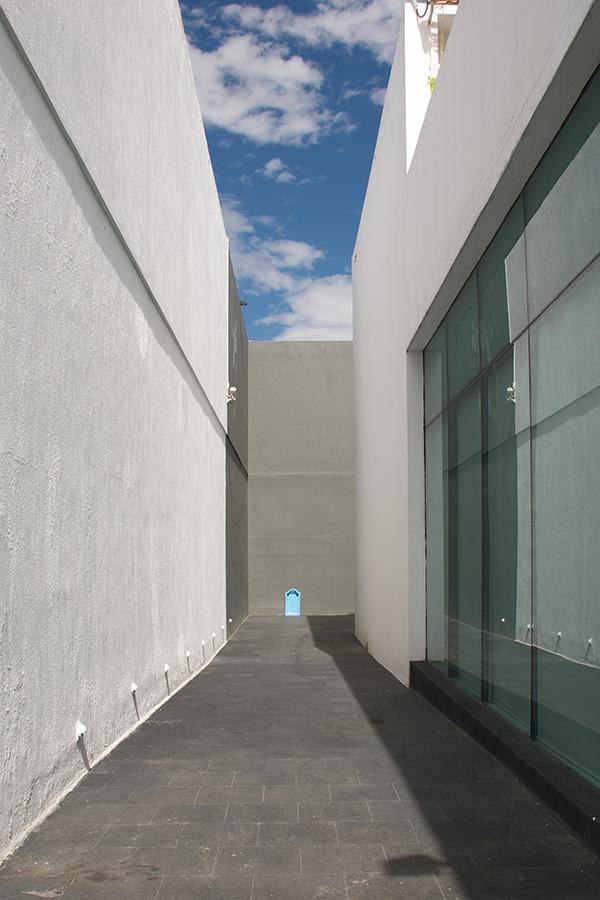 """Installation view. """"Fermín Jiménez Landa: El Nadador (The Swimmer),"""" MAZ: El Museo de Arte Zapopan. May 2 – August 2, 2015. Photo credit: Maj Lindstrom"""