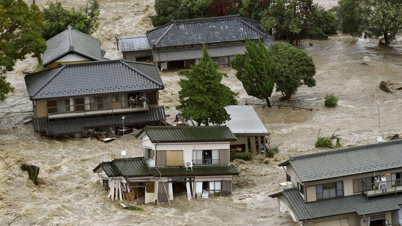Flooding by the Kinugawa river, caused by typhoon Etau, in Joso, Ibaraki prefecture, Japan, Sept. 10, 2015. Courtesy of the Internet.