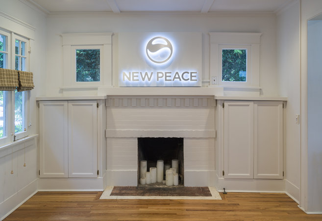 Timur Si-Qin, New Peace Pro Sign 1, 2016. Aluminum, LED light system, 30 x 46 x 6 inches; 762 x 117 x 15 cm . Courtesy of Team Bungalow.