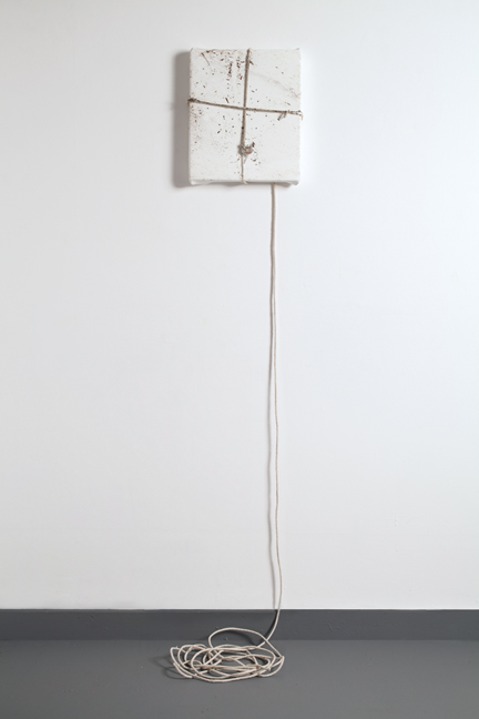 Margie Livingston, Dragged Painting, Small, 2016. Acrylic paint, rope, dirt, 60 x 12 x 10 inches. Courtesy Luis De Jesus Los Angeles