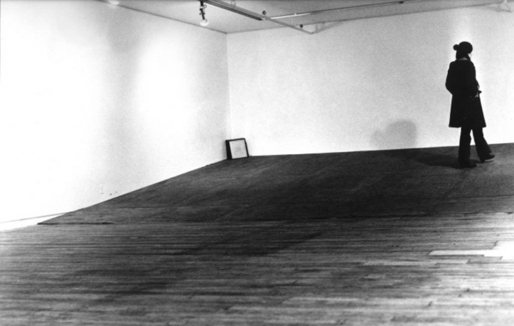Seedbed, 1972. Installation view, January 1972 at Sonnabend Gallery, New York. Courtesy of the artist.