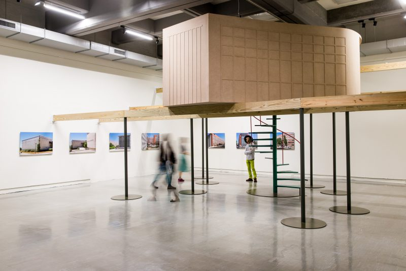 Ȃngela Ferreira, A Tendency to Forget, 2015. MDF, pine beams, iron, LCD, 460 x 565 x 415 cm. 7 inkjet prints, 70 x 100 cm each. Video, 16:9, color, sound, 19 min 15 sec, loop. Courtesy Taipei Fine Arts Museum.